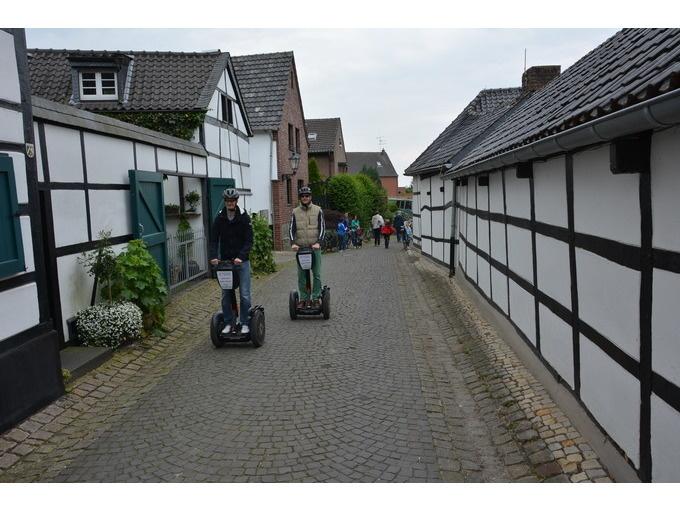 Neuss: Schloss Dyck-Tour (max. 120 Min)