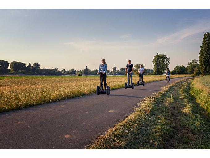 Düsseldorf: Rheintour mit dem Segway (max. 120 Min)
