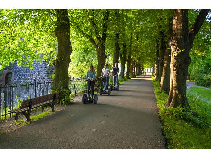 Düsseldorf: Kaiserswerth-Segway-Tour mit Fähre (max. 120 Min)