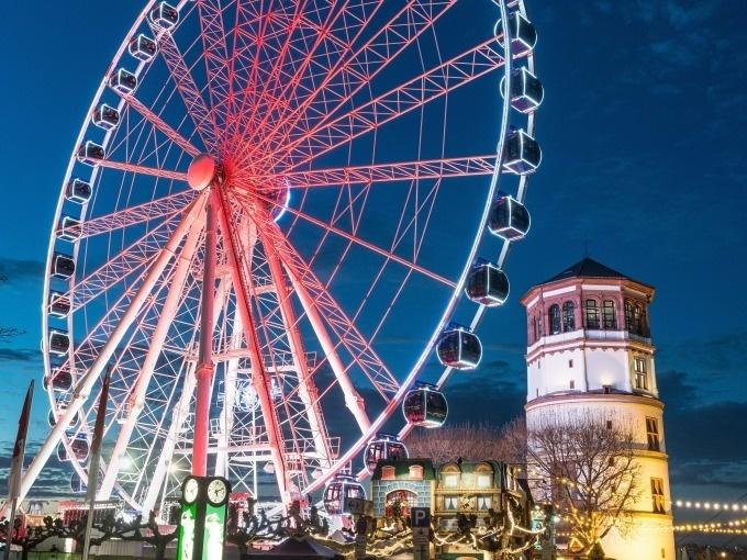 Düsseldorf: Segway Tour mit Riesenradfahrt und kostenloser DriverCard